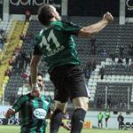Süper Lig'de Gekas fırtınası Fenerbahçe'yi vurdu, Yunan golcü Akhisar'ı zirveye uçurdu.