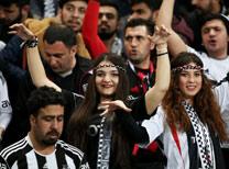 Beşiktaş ile Liverpool arasında oynanan UEFA Avrupa Ligi 2. tur rövanş maçında Atatürk Olimpiyat Stadı tarihi günlerinden birini yaşadı.