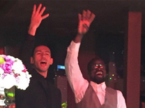 Galatasaray Futbol Takımı'nın doktoru Yener İnce, hayatını Meral Tunçdemir ile birleştirdi. Galatasaray Adası'nda gerçekleştirilen düğüne, sarı-kırmızılı kulüpte başkanlığa seçilen Dursun Özbek ile sarı-kırmızılı idareciler, Galatasaraylı futbolcular, teknik heyet ve çok sayıda davetli katıldı.