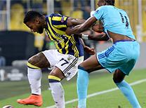 Fenerbahçe'nin Sunderland takımından kiraladığı Jeremain Lens, Feyenoord maçında sergilediği oyunla futbolseverleri mest etti.
