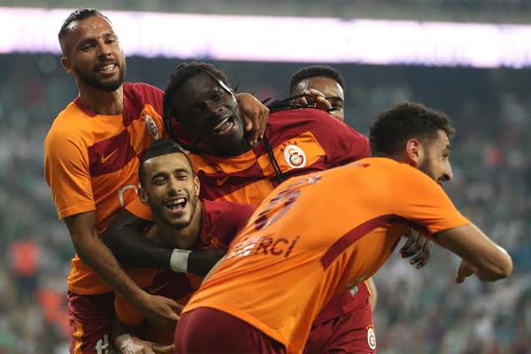 Avrupa futbolunda bu sezon öncesinde transfere en çok para harcayan takımlar, sezonun geride kalan üçte birlik döneminde yaptıkları harcamaların yarattığı beklentinin karşılığı olan bir sonuç aldılar.