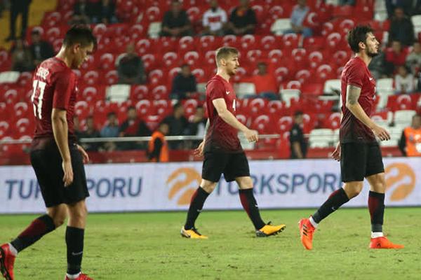 Spor yazarları Türkiye - Arnavutluk maçını değerlendirdi...