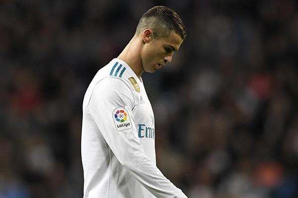 Henüz 15 gün önce FIFA tarafından verilen yılın futbolcusu ödülünü almak için kürsüye çıkan Cristiano Ronaldo, kariyerinin en kötü dönemlerinden birini geçiriyor.