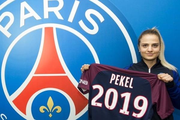 Metz'de forma giyen 22 yaşındaki Türk forvet Melike Pekel, PSG'ye transfer oldu.