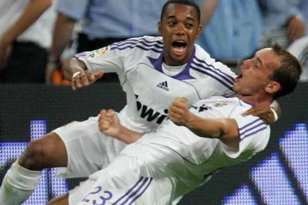 Real Madrid geride kalan yıllarda hep pahalı transferler yapan , en ünlü ve fiyatı yüksek futbolcuları kadrosuna katan bir kulüp olarak bilinse de, İspanyol MARCA gazetesinde çıkan bir haber, eflatun beyazlıların sattığı futbolculardan da büyük paralar kazandığını gösteriyor.