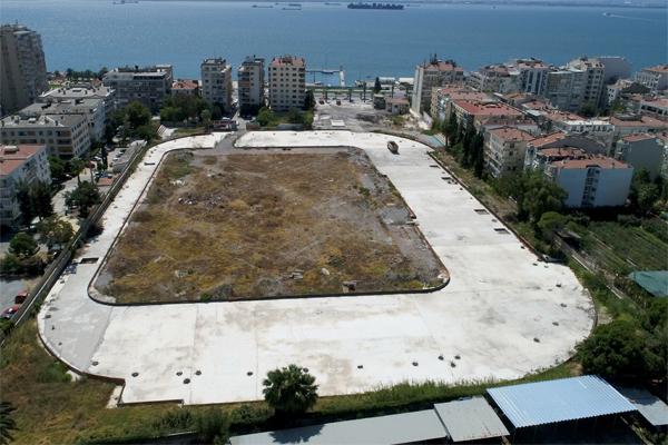 Birçok kaynakta Türkiye'de futbolun ilk oynandığı kent olarak adlandırılan İzmir, Süper Lig hasretini Göztepe ile sonlandırırken, modern statlar için de gün saymaya hazırlanıyor.
