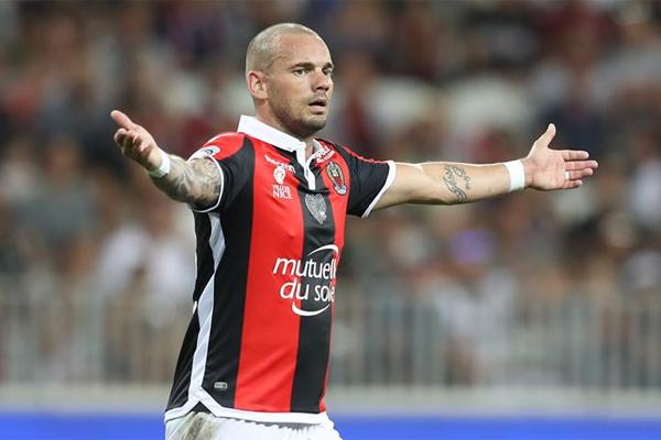 Sezon başında Galatasaray'dan ayrılıp, Fransa Ligi takımlarından Nice ile anlaşan Wesley Sneijder en kötü transferler listesine girdi.