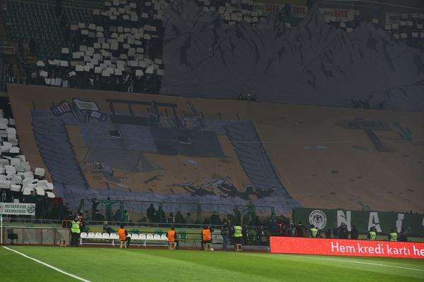 Ziraat Türkiye Kupası'nda Atiker Konyaspor, Konya Büyükşehir Belediyesi Stadyumu'nda Galatasaray ile karşılaştı. Atiker Konyasporlu taraftarlar karşılaşma öncesi Afrin Operasyonu ile ilgili koreografi hazırladı.