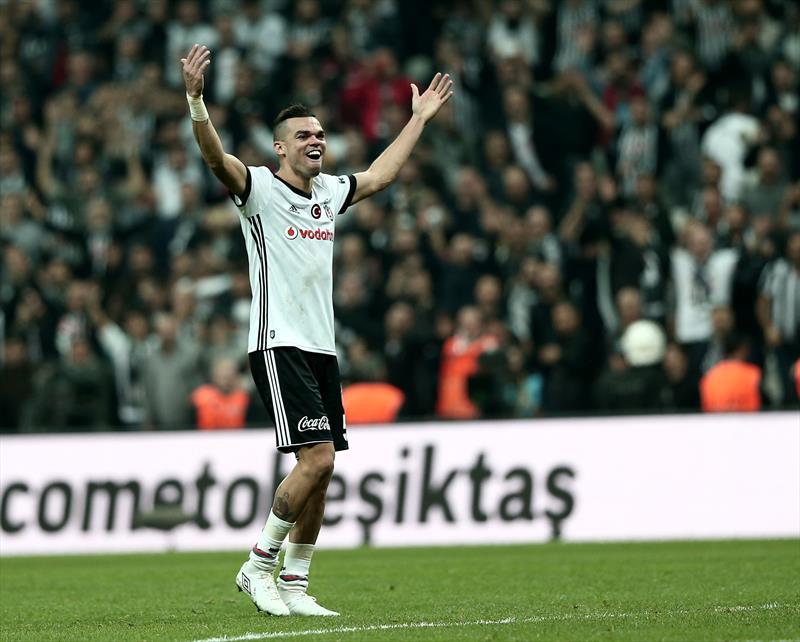 Pepe'den şampiyonluk kutlaması!