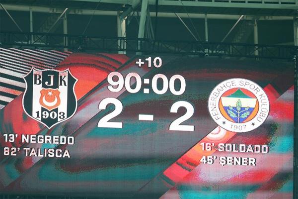 Beşiktaş ile Fenerbahçe'nin 2-2 berabere kaldığı olaylı Ziraat Türkiye Kupası yarı final ilk mücadelesi dış basında da geniş yer buldu.