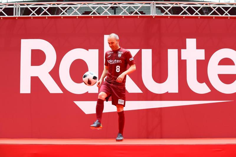 Japonya'nın Vissel Kobe kulübü Iniesta'yı taraftarlarına tanıttı