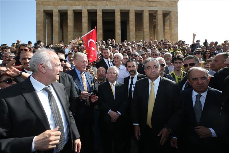 Fenerbahçe camiası Anıtkabir'de