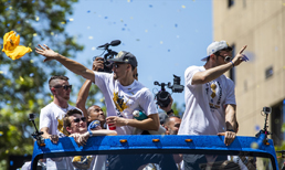 Golden State'dan çılgın kutlama