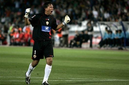 Alves Yarasa oldu!