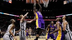 Lakers uzatmada güldü