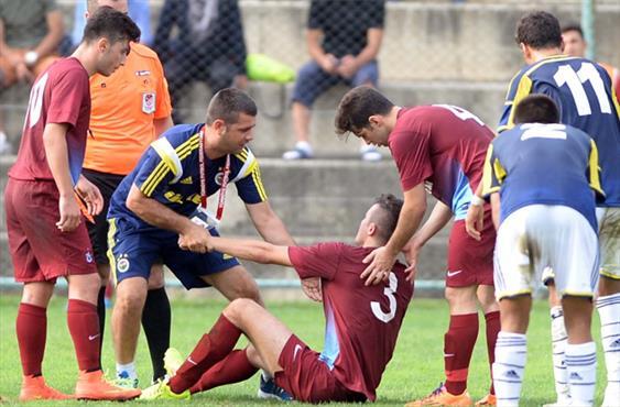 U21 maçında fair play dersi