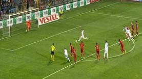 Kritik penaltı böyle kaçtı!