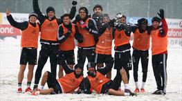 Kar Beşiktaş'ın yakasını bir türlü bırakmıyor