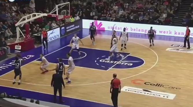 Son saniyede inanılmaz basket! Kendi potasından attı...