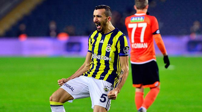 Baskı golü getirdi! Sahnede Mehmet Topal var!