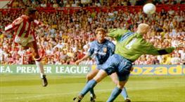 Schmeichel'ı avladı, Premier Lig tarihine geçti!