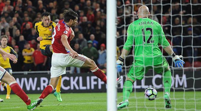 Mesut attı Arsenal kazandı!