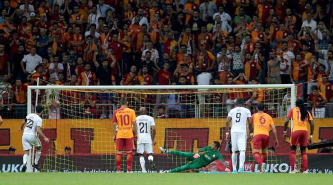Galatasaray'da büyük isyan! Maç bitti, tansiyon yükseldi...