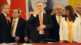 Mustafa Cengiz mazbatasını alıyor