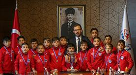 Bakan Kasapoğlu Şırnaklı minik şampiyonlarla bir araya geldi