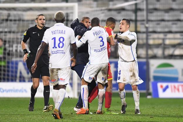 Fransa'da şaşırtan kavga! Birbirlerine girdiler...