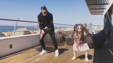 Pepe ve kızından dans şov
