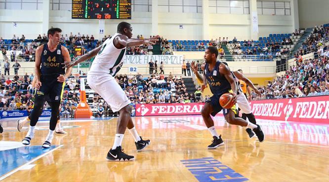 Fenerbahçe Doğuş zorlanmadan yarı finalde