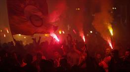 G.Saray taraftarından çılgın şampiyonluk kutlaması