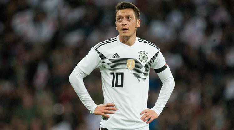 Almanya'da Mesut Özil şoku!