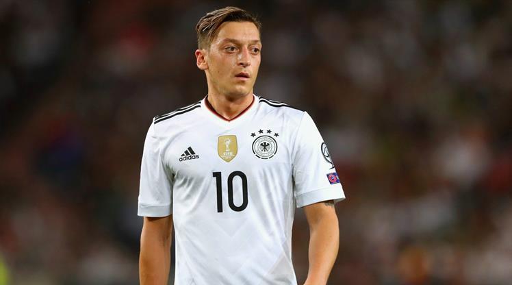 """Almanya'dan Mesut Özil'e baskı! """"Açıklama yap"""""""