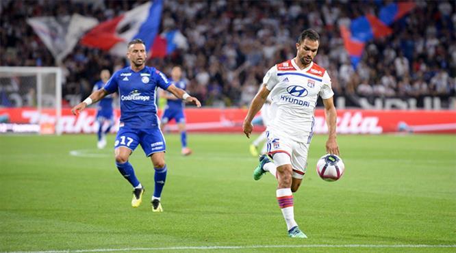 Lyon klas gollerle güldü (ÖZET)