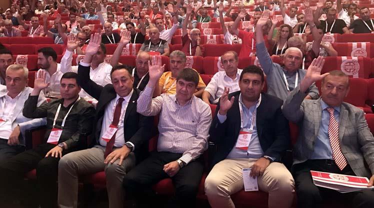 Ali Şafak Öztürk yeniden başkan