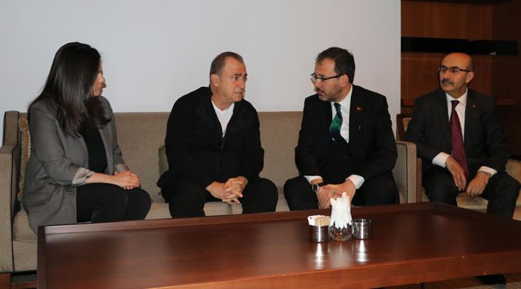 Bakan Kasapoğlu'ndan Terim'e taziye ziyareti