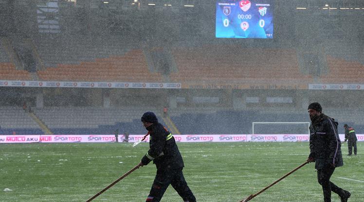 Medipol Başakşehir - Bursaspor maçı ertelendi