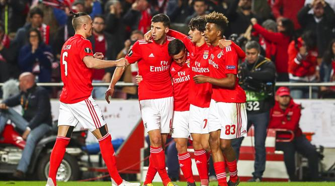 Tarihi gecede Benfica şov (ÖZET)