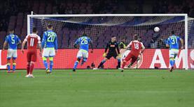 Dev maçta müthiş gol! Kaleci sadece izleyebildi...