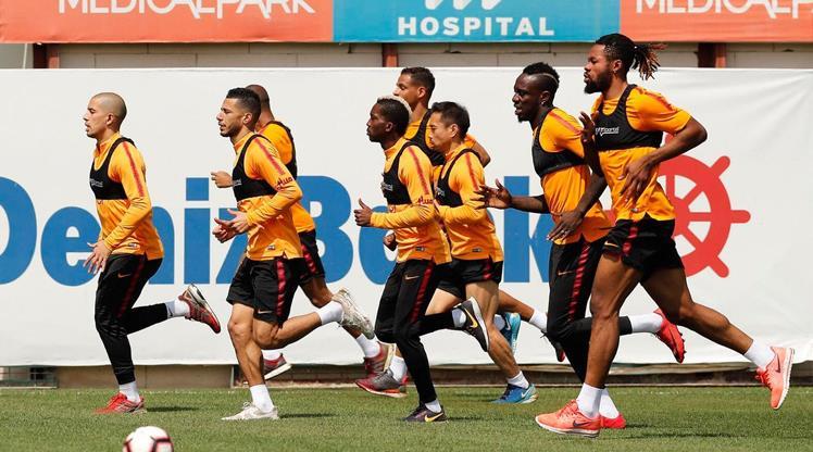 Galatasaray'da derbi mesaisi başladı