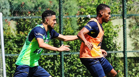 Fenerbahçe'de yeniler sahaya indi