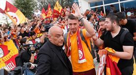 Galatasaray'a meşaleli karşılama