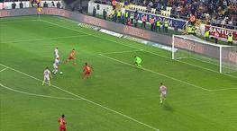 Galatasaray 2. gole çok yaklaştı