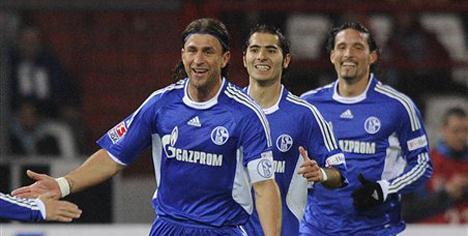 Schalke rahat kazandı