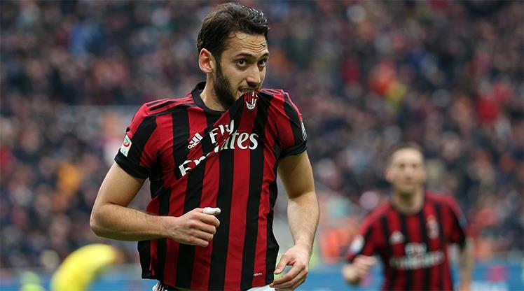 Hakan sahne aldı, Milan kazandı