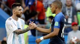 Tarih yeniden yazılıyor! Messi'yi solladı, Pele'nin peşine takıldı