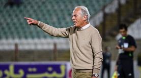 Protestolar Mustafa Denizli'nin maçını erteletti