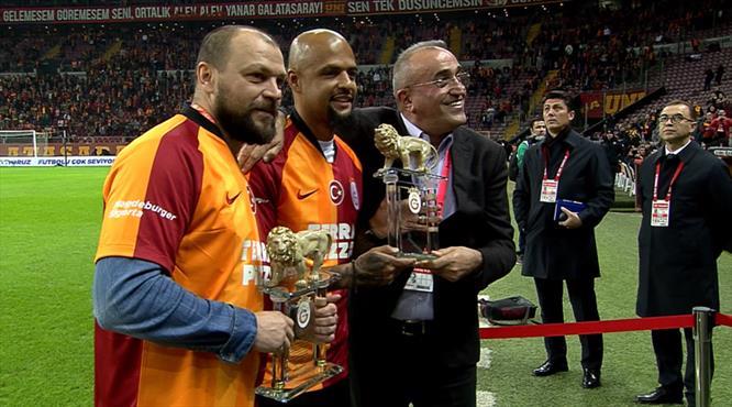 Galatasaray'dan Melo ve Ujfalusi'ye plaket